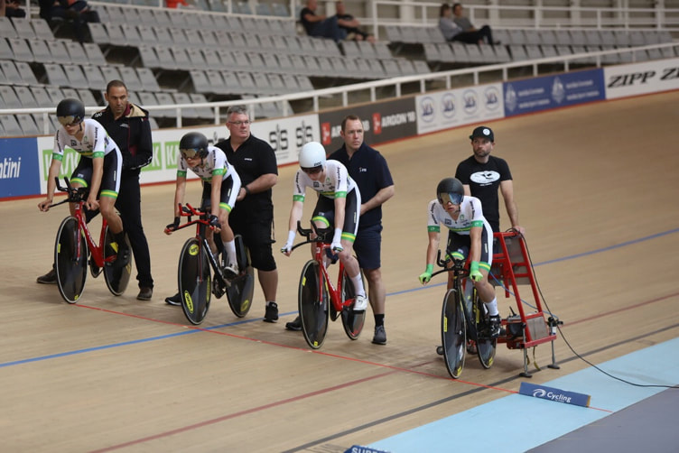 Graeme Frislie: Far right, preparing for the start of the Team Pursuit